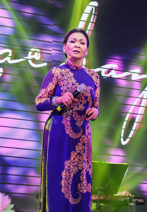 Khánh Ly xúc động khi hát tại quê hương chồng quá cố - 8