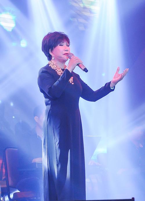 Khánh Ly xúc động khi hát tại quê hương chồng quá cố - 11