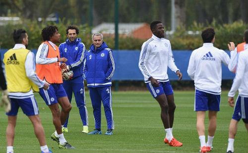 """Mourinho """"nói cứng"""" về tương lai - 1"""