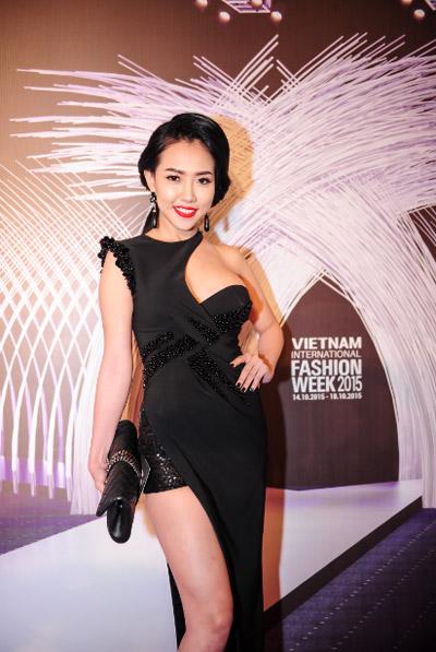 Hotgirl Joxy Thùy Linh đẹp sang trọng đi dự event fashion week - 4