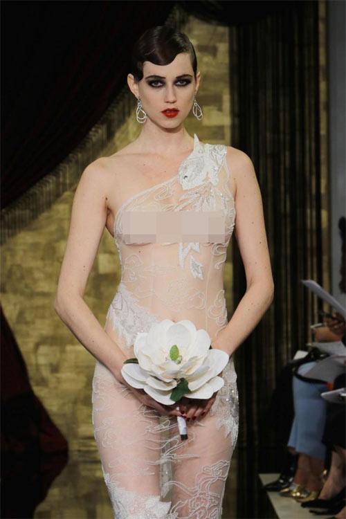 """Nín thở ngắm cô dâu mặc váy cưới """"mỏng như không"""" - 1"""