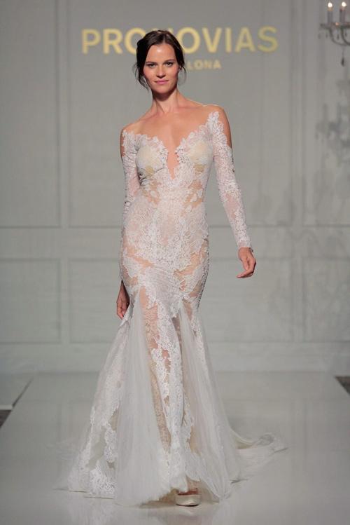 """Nín thở ngắm cô dâu mặc váy cưới """"mỏng như không"""" - 6"""