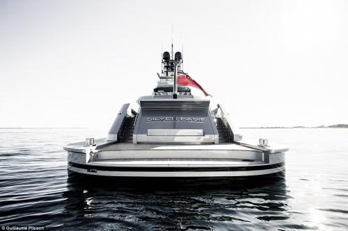 Hạ thủy du thuyền siêu tốc của giới siêu giàu - 6