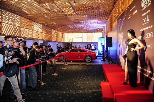 Hotgirl Joxy Thùy Linh đẹp sang trọng đi dự event fashion week - 1