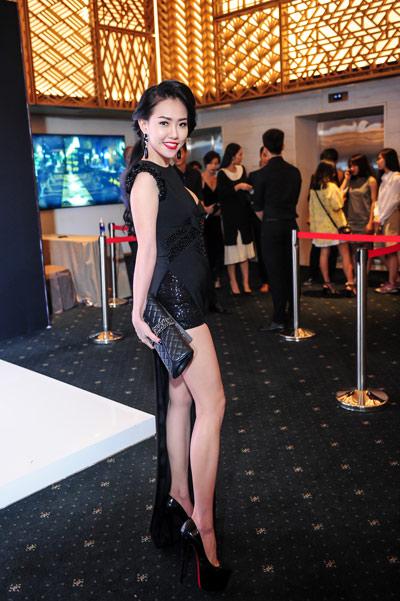 Hotgirl Joxy Thùy Linh đẹp sang trọng đi dự event fashion week - 8