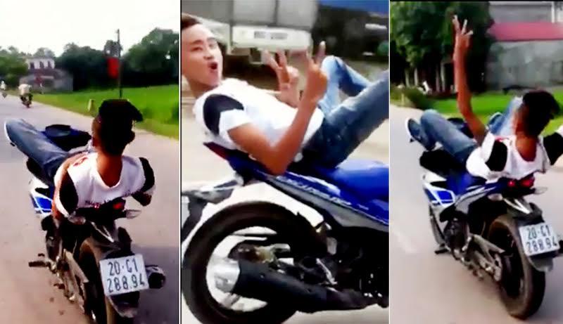 Thanh niên lái xe máy bằng chân lĩnh phạt nặng - 1