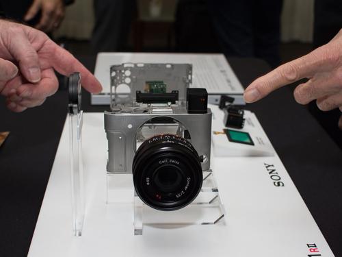 Máy ảnh Sony RX1R II: Thiết kế nhỏ gọn, hiệu suất mạnh mẽ - 1