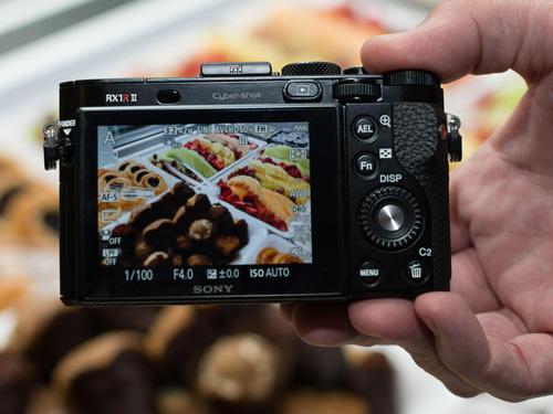 Máy ảnh Sony RX1R II: Thiết kế nhỏ gọn, hiệu suất mạnh mẽ - 5