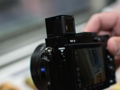 Máy ảnh Sony RX1R II: Thiết kế nhỏ gọn, hiệu suất mạnh mẽ - 6
