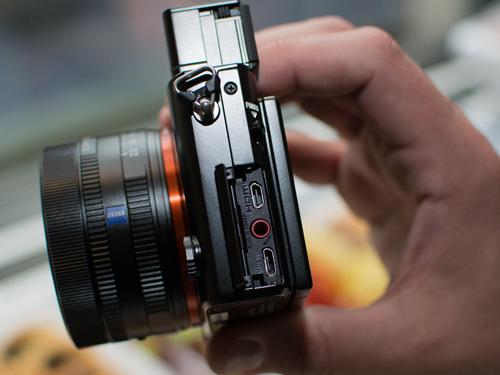 Máy ảnh Sony RX1R II: Thiết kế nhỏ gọn, hiệu suất mạnh mẽ - 8