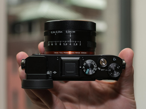 Máy ảnh Sony RX1R II: Thiết kế nhỏ gọn, hiệu suất mạnh mẽ - 3