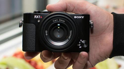 Máy ảnh Sony RX1R II: Thiết kế nhỏ gọn, hiệu suất mạnh mẽ - 4