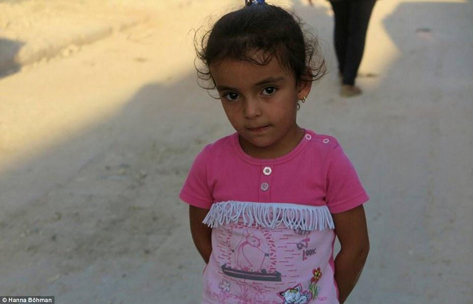 Ảnh: Cuộc sống của trẻ em giữa vùng chiến sự hoang tàn Syria - 10