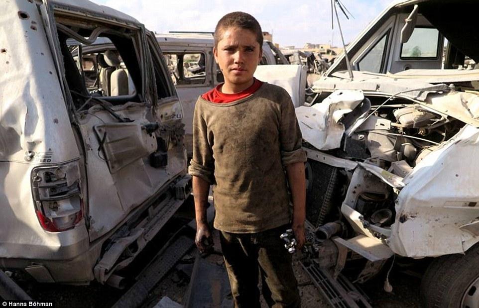 Ảnh: Cuộc sống của trẻ em giữa vùng chiến sự hoang tàn Syria - 11