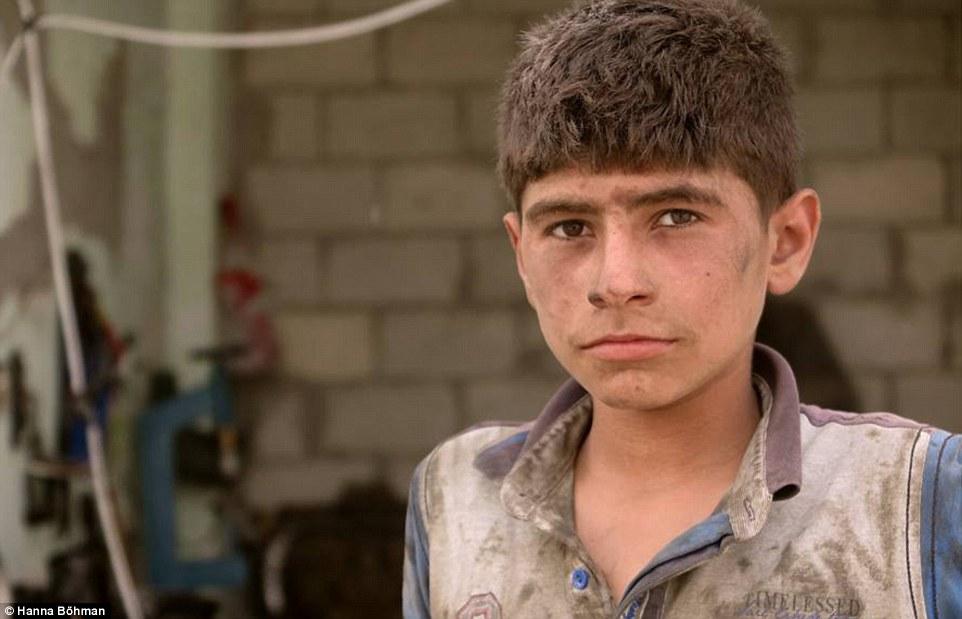 Ảnh: Cuộc sống của trẻ em giữa vùng chiến sự hoang tàn Syria - 13