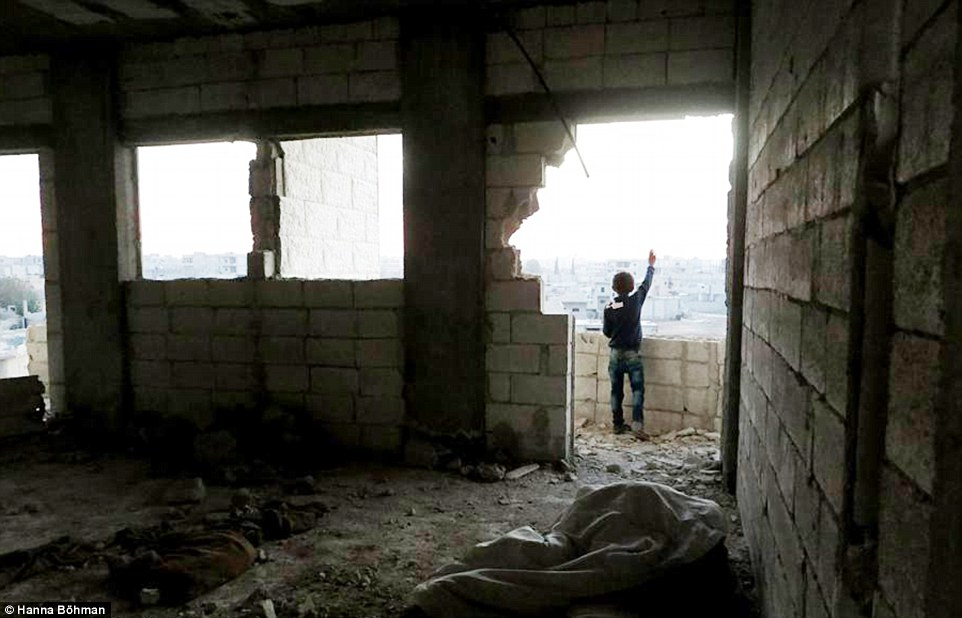 Ảnh: Cuộc sống của trẻ em giữa vùng chiến sự hoang tàn Syria - 3
