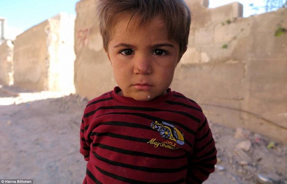 Ảnh: Cuộc sống của trẻ em giữa vùng chiến sự hoang tàn Syria - 6
