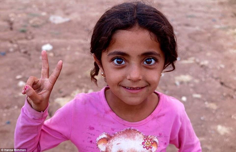 Ảnh: Cuộc sống của trẻ em giữa vùng chiến sự hoang tàn Syria - 8