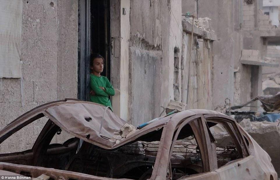 Ảnh: Cuộc sống của trẻ em giữa vùng chiến sự hoang tàn Syria - 9