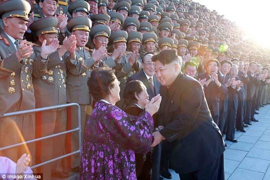 Tiết lộ bí mật sau những tràng pháo tay ở Triều Tiên - 2