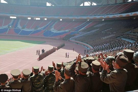 Tiết lộ bí mật sau những tràng pháo tay ở Triều Tiên - 3