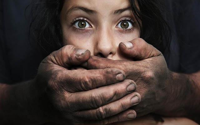 Ấn Độ rúng động bé gái 2 tuổi và 5 tuổi bị cưỡng hiếp tập thể - 1
