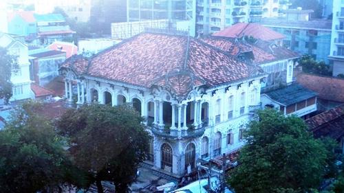 Ngắm biệt thự cổ giá gần 35 triệu USD giữa Sài Gòn - 1