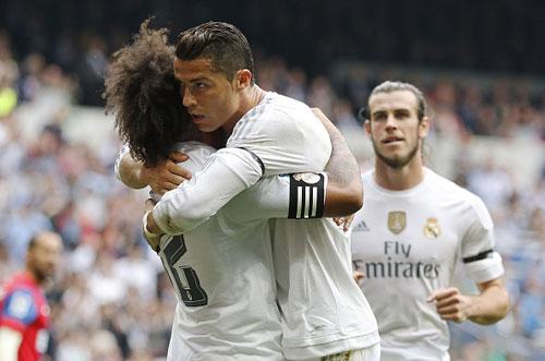 Xô đổ kỉ lục của Raul, Ronaldo đi vào lịch sử Real - 2