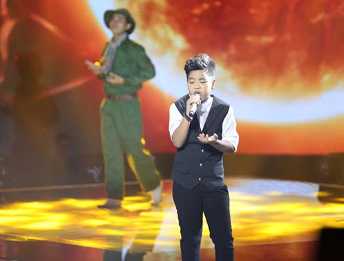 Cậu bé nghèo xuất sắc vào chung kết The Voice Kids - 10