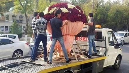 Trai trẻ si tình chi gần 80 triệu mua hoa tặng bạn gái - 1