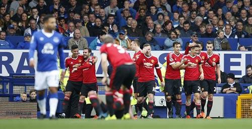 """Ghi bàn, Rooney vẫn là """"gánh nặng"""" của MU - 1"""