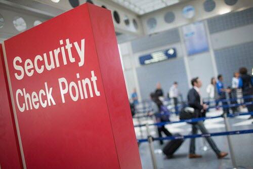 Mỹ: Cấm để pin sạc dự phòng trong hành lý ký gửi - 1