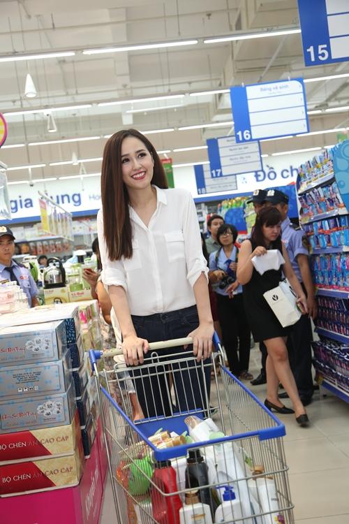 Fan bất ngờ khi gặp Mai Phương Thúy ở siêu thị - 3