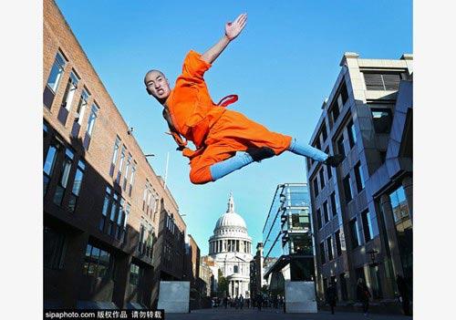 Tròn mắt nhìn võ tăng Thiếu Lâm tung tuyệt chiêu giữa London - 1