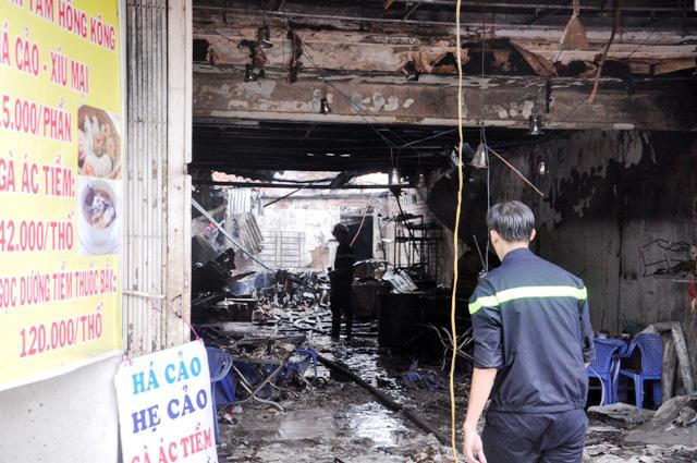 TP.HCM: Hai mẹ con chết cháy trong quán hủ tiếu - 1