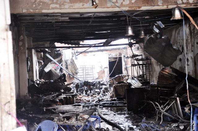 TP.HCM: Hai mẹ con chết cháy trong quán hủ tiếu - 6