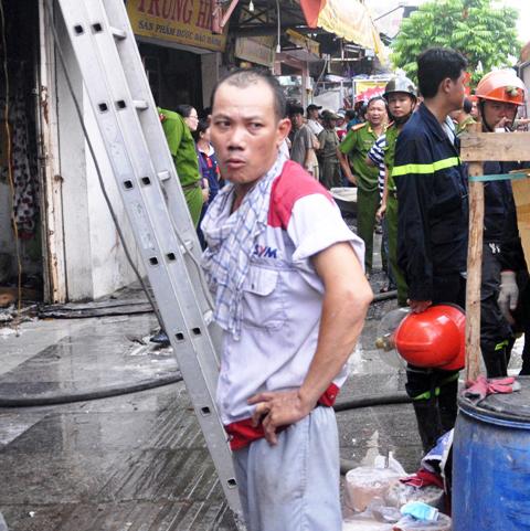 TP.HCM: Hai mẹ con chết cháy trong quán hủ tiếu - 7