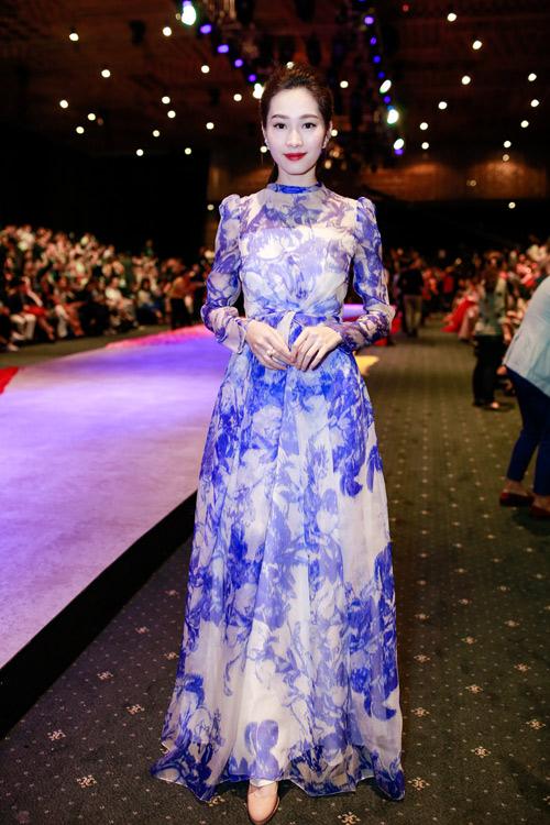 1001 trang phục gây chú ý nhất tuần của showbiz Việt - 8