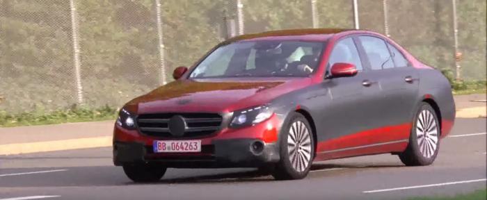 Mercedes-Benz E-Class Estate Sedan thế hệ mới lộ diện - 1