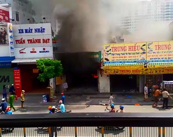 Clip cháy kinh hoàng khiến 2 mẹ con tử vong ở TP.HCM - 1