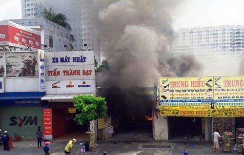 Cháy quán hủ tiếu: Xót xa người mẹ chết trong tư thế ôm con - 1