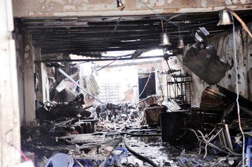Cháy quán hủ tiếu: Xót xa người mẹ chết trong tư thế ôm con - 3