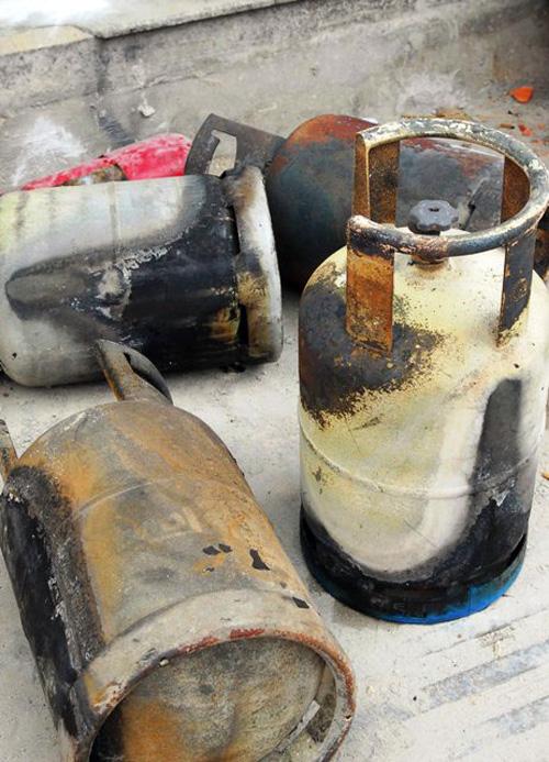 Cháy quán hủ tiếu: Xót xa người mẹ chết trong tư thế ôm con - 6
