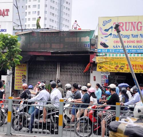 Cháy quán hủ tiếu: Xót xa người mẹ chết trong tư thế ôm con - 7