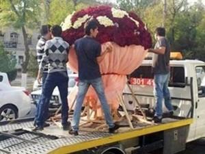 Bạn trẻ - Cuộc sống - Trai trẻ si tình chi gần 80 triệu mua hoa tặng bạn gái