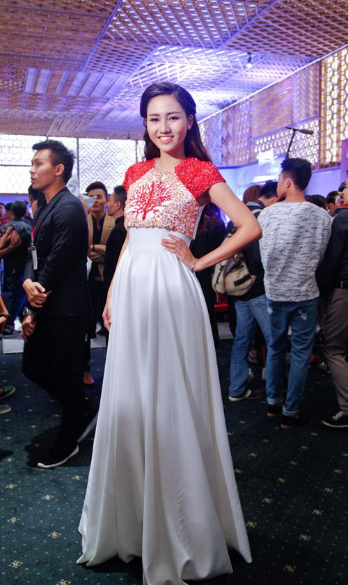 Ca sĩ Phương Linh gây thổn thức với yếm đào hờ hững - 5