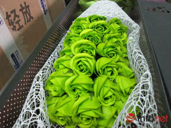 Hoa hồng sáp TQ lạ mắt, thơm như thật tung hoành thị trường - 1