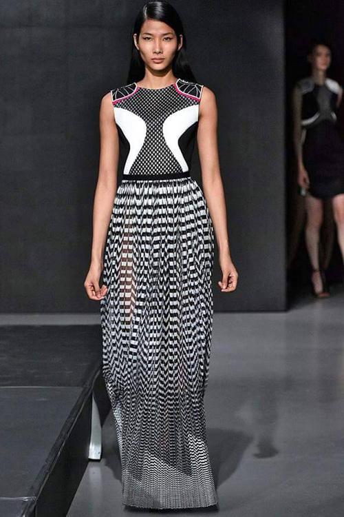 Hoàng Thùy mặc áo dài đến triển lãm Louis Vuitton - 10