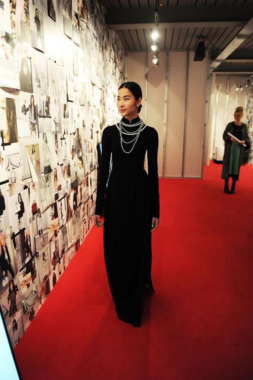 Hoàng Thùy mặc áo dài đến triển lãm Louis Vuitton - 3