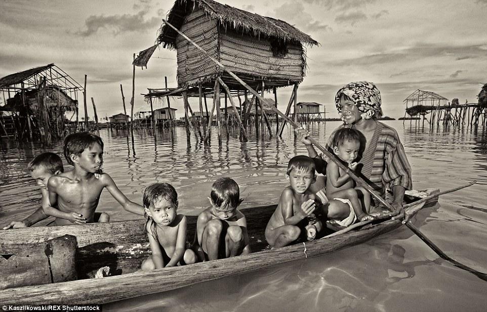Chùm ảnh: Cuộc sống của bộ tộc du cư trên biển - 2